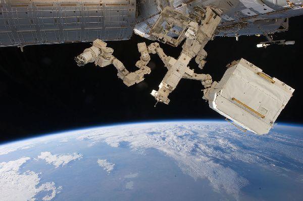 На орбите - космическая станция