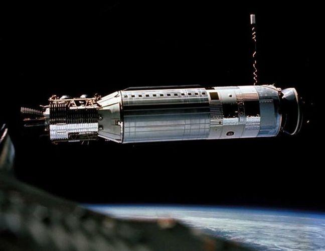 Космический корабль на орбите