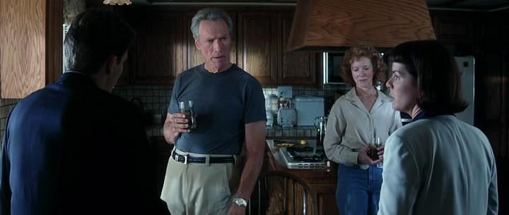 Клинт Иствуд – полковник Фрэнк Корвин.