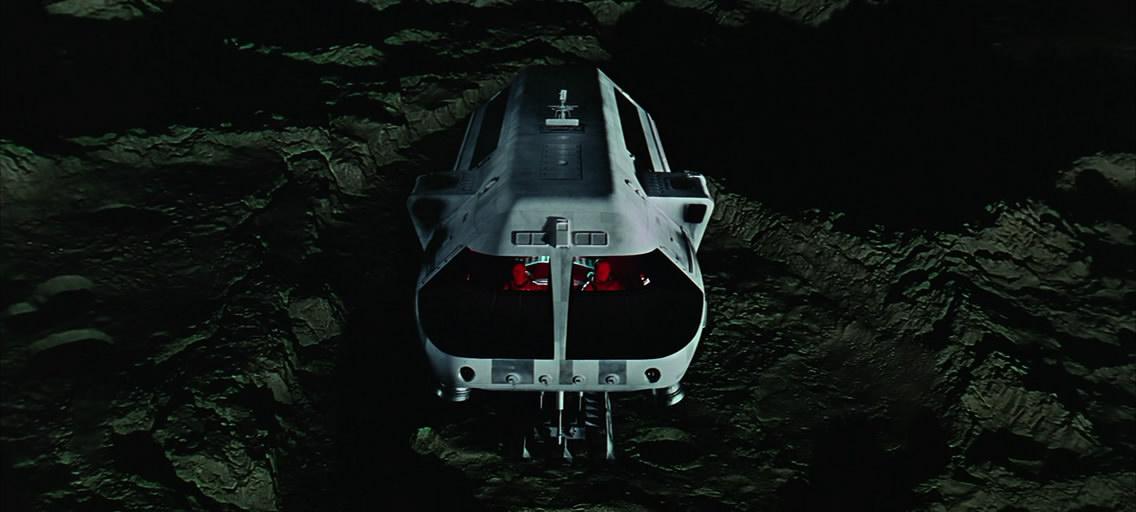 Moonbus – лунный автобус. Тоже примечательное и весьма реалистичное зрелище