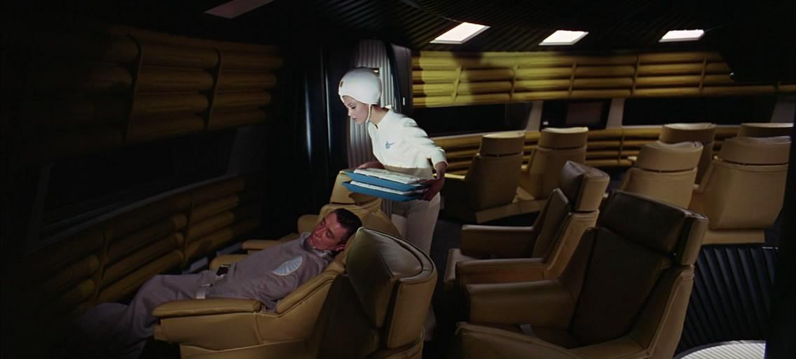 Интерьер Aries Ib. Подача завтрака (или обеда, или ужина) на борту.