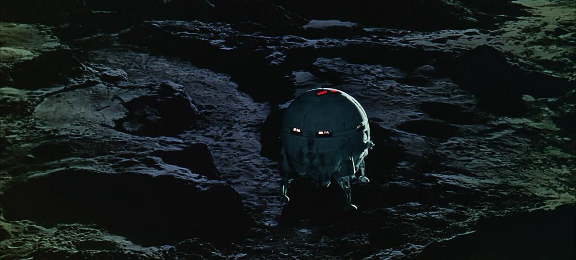 Снижаемся. Уже хорошо видна лунная поверхность.
