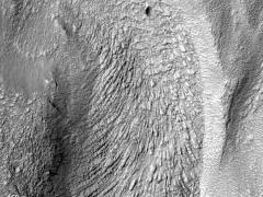 Климатические модели Марса объясняют происхождение особенностей его рельефа.