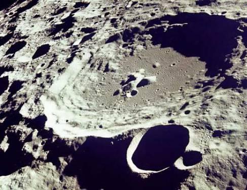 В разреженной атмосфере луны обнаружен гелий