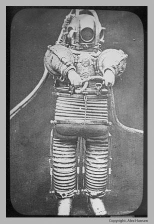 скафандр, разработанный инженерами Бачененом и Гордоном (John Buchanan, Alexander Gordon)