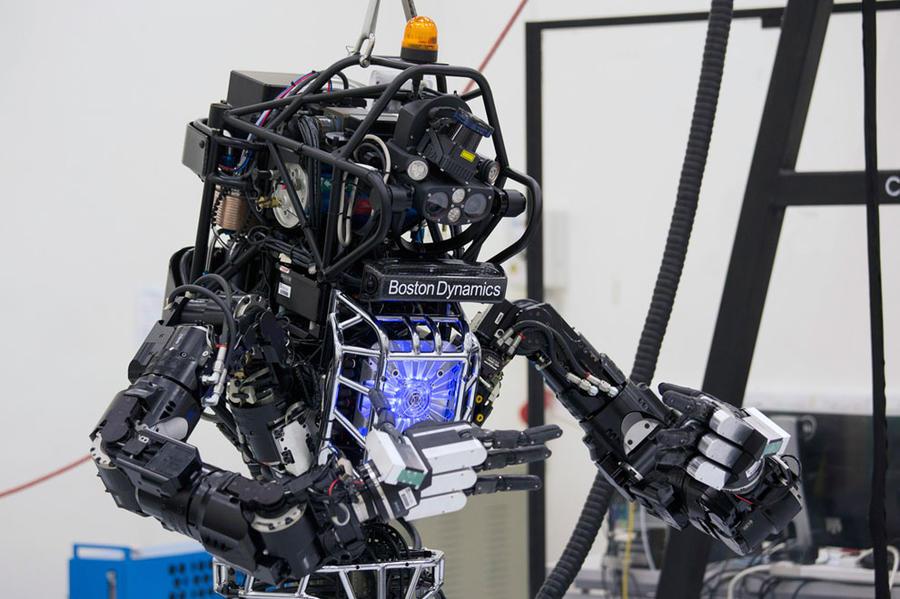 человекоподобный робот Atlas.