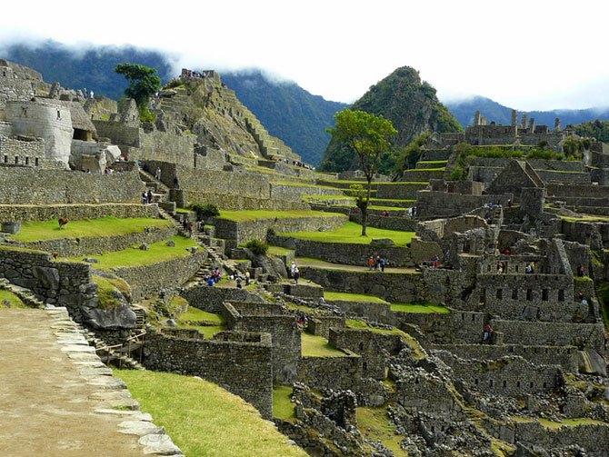 Раскопки в затерянном городе инков Мачу-Пикчу.