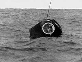 Космонавты приземлились в океане