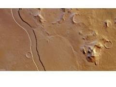 Mars Express сделал снимок высохшего русла реки на Марсе