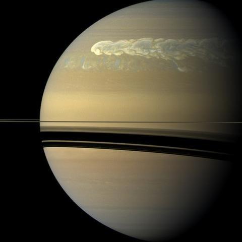 Двести земных суток бушевал шторм на Сатурне