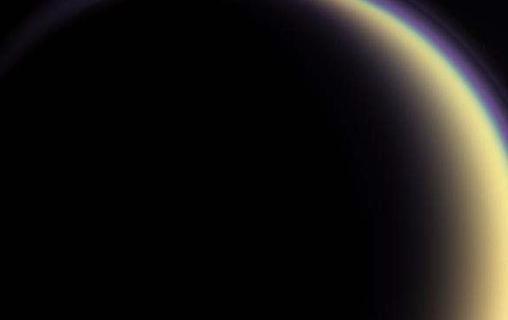 Титан задал газовую загадку